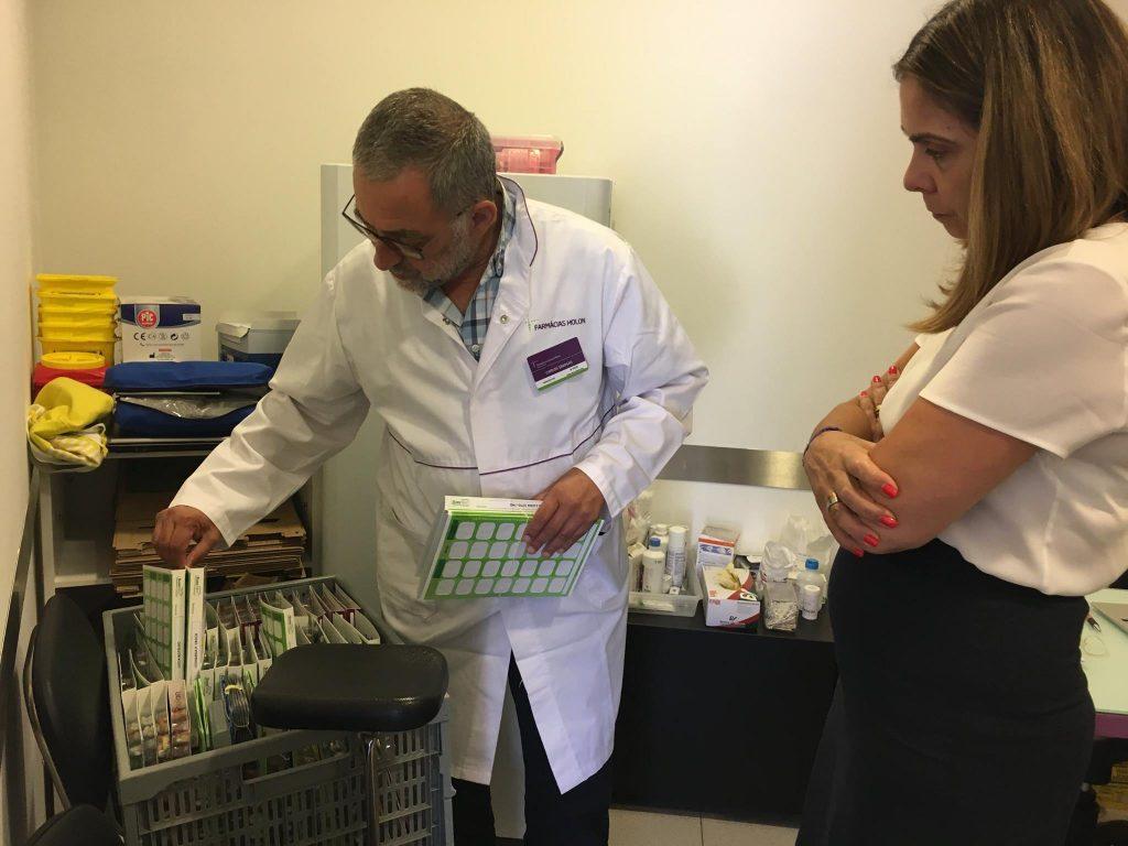 Bastonária visita Farmácia Central de Mora